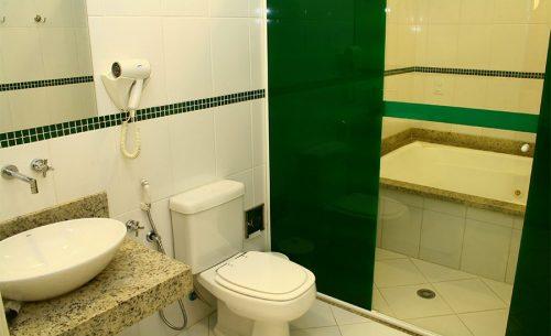 img-suite-luxo-com-hidro-banheiro-belle-motel