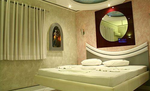 img-suite-luxo-com-hidro-espelho-redondo-belle-motel
