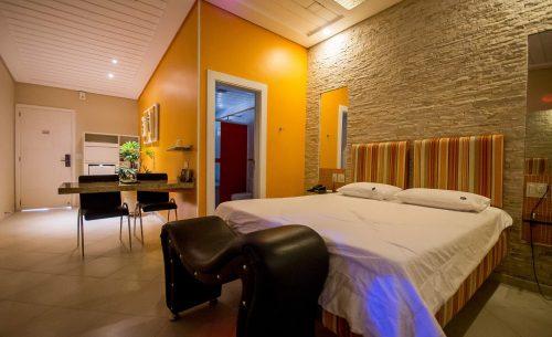 img-suite-luxo-com-hidro-espreguicadeira-belle-motel
