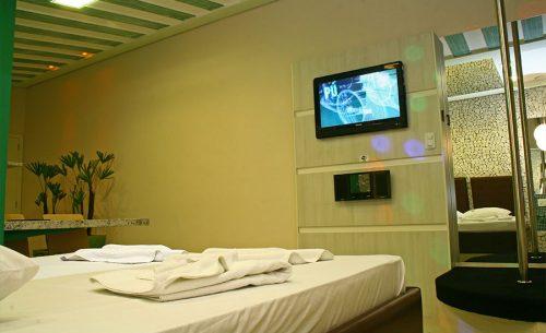 img-suite-luxo-com-hidro-toalhas-belle-motel
