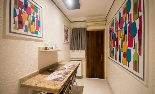 img-suite-luxo-entrada-belle-motel