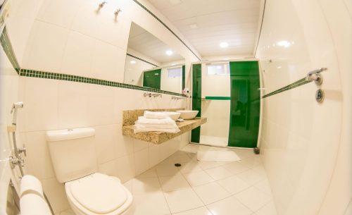 img-suite-super-luxo-banheiro-verde-belle-motel