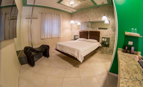 img-suite-super-luxo-cama-verde-belle-motel