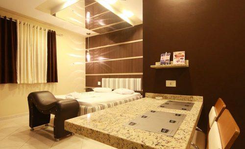 img-suite-super-luxo-espelho-no-teto-belle-motel