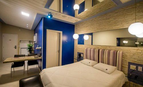 img-suite-super-luxo-parede-azul-belle-motel